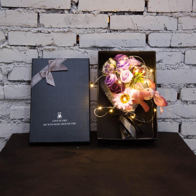 女神妇女节生日礼物带灯玫瑰手捧花束兔子蝴蝶结礼盒香皂花